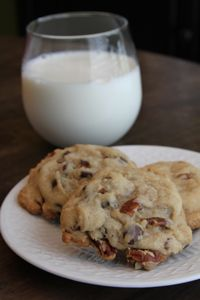 Southern Bite - Chocolate Chip Pecan Cookies-these look awesome! Brownie Cookies, Pecan Cookies, Yummy Cookies, Protein Cookies, Köstliche Desserts, Dessert Recipes, Southern Recipes, Southern Food, Cookies Et Biscuits