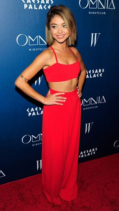 Sarah Hyland from The Best of the Red Carpet Sarah is red-hot in this little Adam Selman gem at the Omnia Nightclub opening in Las Vegas. Red Carpet Hair, Red Carpet Looks, Celebrity Red Carpet, Celebrity Style, Shaved Hair Women, Victoria Secret Fashion, Celebrity Hairstyles, Shaved Hairstyles, Modern Family