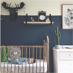 baby boy nursery room ideas 97671885647127981 - Gold crib and navy walls – an unusual and ecclectic nursery Source by trendylittle Baby Boy Rooms, Baby Boy Nurseries, Kids Rooms, Boys Room Colors, Wall Colors, Paint Colors, Painting A Crib, Boys Room Design, Deco Kids