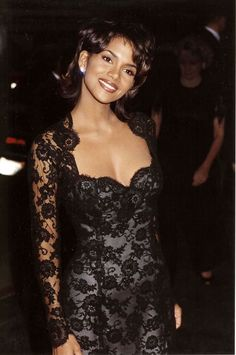 celebrities Halle Berry during 1994 Cable Ace Awards in Los Angeles California United States Halle Berry Style, Halle Berry Hot, Beautiful Black Women, Beautiful People, Halley Berry, Celebrities Then And Now, Black Girl Aesthetic, 90s Aesthetic, Mode Vintage