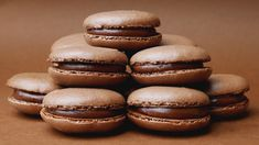 Nutella Macarons (Chocolate Hazelnut French Macarons) : 4 Steps (with Pictures) Nutella Macaroons, Desserts Nutella, French Macaroons, Macarons Chocolate, Delicious Desserts, Nutella Ganache, Chocolate Smoothies, Chocolate Shakeology, Nutella Cookies