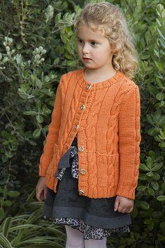 Baby Sweater Knitting Pattern, Baby Boy Knitting, Chunky Knitting Patterns, Knitting For Kids, Knit Patterns, Cardigan Bebe, Creative Knitting, Knit Fashion, Girls Sweaters