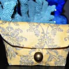 Brilliant and detailed tutorial for this darling little clutch @Looksi Square #mollydna