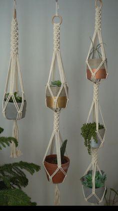Macrame Plant Hanger Patterns, Macrame Wall Hanging Diy, Macrame Plant Holder, Macrame Plant Hangers, Macrame Art, Macrame Projects, Macrame Patterns, Plant Holders, Rope Plant Hanger