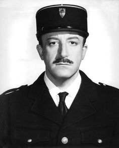 Peter Sellers as the great inspector Clouseau. First there was Chaplin who was a genius in perfect comedy timing. No one ever was his equal until Peter Sellers. I have watched Pink Panther movies since I was little in the sixties. still hilarious😊 Viejo Hollywood, Hollywood Actor, Hollywood Stars, Classic Hollywood, Old Hollywood, British Comedy, British Actors, Comedy Actors, Actors & Actresses