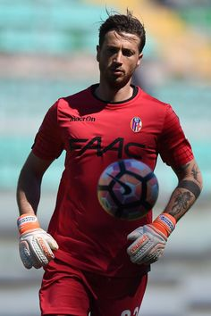Antonio Mirante goalkeeper of Bologna in action during the Serie A match between US Citta di Palermo and Bologna FC at Stadio Renzo Barbera on April 15, 2017 in Palermo, Italy.