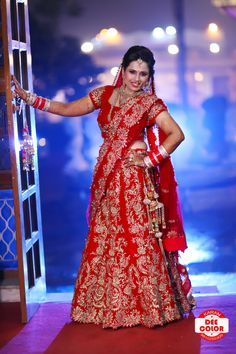 Best Ideas For Indian Bridal Photography Poses Sweets Indian Bride Poses, Indian Bridal Photos, Indian Wedding Poses, Indian Bridal Outfits, Indian Wedding Couple Photography, Bride Photography, Sweets Photography, Bridal Poses, Bridal Photoshoot
