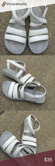 Women's Clarks CloudStoppers White Sandals 7.5M Women's Clarks CloudStoppers White Sandals 7.5M Super comfy  Excellent Condition  #6 Clarks Shoes Sandals