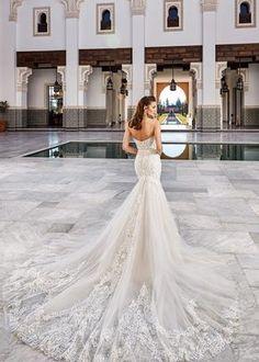 Inspira-te com esta maravilhosa seleção de decotes de costas: o glamour da coleção Eddy K. #noivas #detalhes #costas #decote #coleção2021 #inspirações #moderno #eddyk. #casamentospt Vintage Inspired Wedding Dresses, Fit And Flare Wedding Dress, Wedding Dresses 2018, Colored Wedding Dresses, Lace Mermaid Wedding Dress, Glamour, Tulle, Couture Bridal, Chapel Train