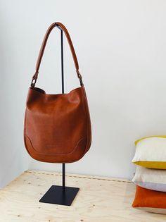 Shopper Bag, Brass Color, Hobo Bag, Bag Making, Leather Bag, Dust Bag, Im Not Perfect, Shoulder Strap, Pouch