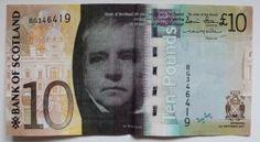 A moeda local é a libra escocesa. Na verdade é a mesma moeda (libra) que se utiliza na Inglaterra, a diferença está simplesmente no desenho das notas. Como se não bastasse, são 3 os modelos de notas de libras escocesas, isso porque 3 bancos emitem as notas: o Clydesdale, o RBS e o Bank of Scotland.
