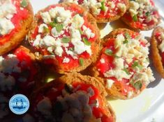Dakos typical Cretan food how to prepare Greek Cookbook, Greek Cooking, Greek Dishes, Crete Greece, Bruschetta, New Recipes, Healthy, Ethnic Recipes, Food