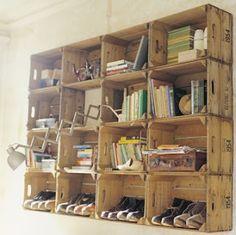 積み上げシェルフ : 【収納】【DIY】ワインの木箱やコルクで素敵なアレンジ アイデア集 - NAVER まとめ