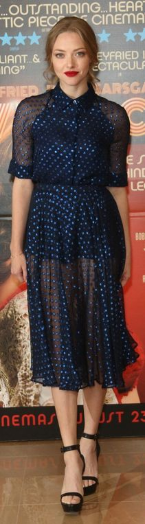 Who made  Amanda Seyfried's blue print dress and black sandals that she wore in London on August 12, 2013?