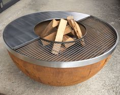 feuerkugel noun - feuerschale in Kugelform - mit feuergrillring u-rost und u-teppanyaki - einzigartig von stahl-art Rufer You are in the right place about grilling outdoor Here we offer you the most b Fire Pit And Barbecue, Fire Pit Grill, Fire Pit Backyard, Metal Fire Pit, Cool Fire Pits, Teppanyaki, Fire Pit Cooking, Fire Pit Designs, Rocket Stoves