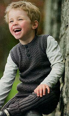 Жилет с пуговицами и штанишки для мальчика, вязаные спицами.