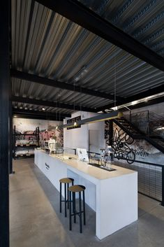 Industrial Apartment, Industrial House, Metal Building Homes, Building A House, Modern Restaurant Design, Tin House, House Studio, Modern Barn House, Modern Houses