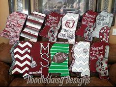 Mississippi State wooden door hangers Wooden Door Hangers, Wooden Doors, Football Door Hangers, Wooden Letters, Wooden Signs, Diy Door, Burlap Crafts, Msu Football, College Football
