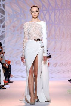 Find tips and tricks, amazing ideas for Zuhair murad. Discover and try out new things about Zuhair murad site Fashion Week, Love Fashion, Runway Fashion, Fashion Show, Zuhair Murad, Style Couture, Haute Couture Fashion, Couture Trends, Couture Dresses