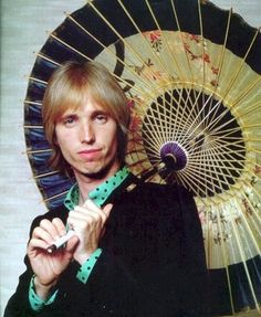 RIP | Thomas Earl Petty (1950-2017) was an American musician, singer, songwriter, multi instrumentalist and record producer. He was best known as the lead singer of Tom Petty and the Heartbreakers, but was also been a member and co-founder of the late 1980s supergroup the Traveling Wilburys, and his early band Mudcrutch.