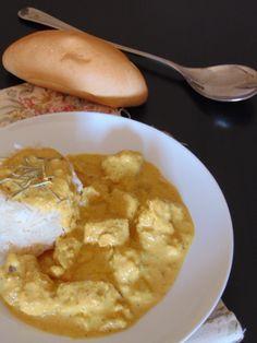 La Tata Conxi - POLLO AL CURRY CON MANZANA Salsa Rosa, Meat, Chicken, Food, Meatloaf, Salsa Chicken, Recipes With Chicken, Pastries, Meal