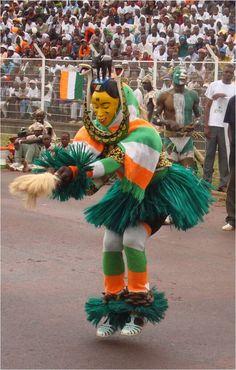 Danse de réjouissance, masque Zaouli de la région du Centre ouest de Côte d'Ivoire ◆Côte d'Ivoire — Wikipédia https://fr.wikipedia.org/wiki/C%C3%B4te_d%27Ivoire #Ivory_Coast #Cote_d_Ivoire