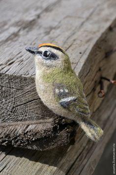 """Купить Брошь валяная """"Королёк"""" - оливковый, брошь, птица, птицы, Брошь в виде птицы, королек"""