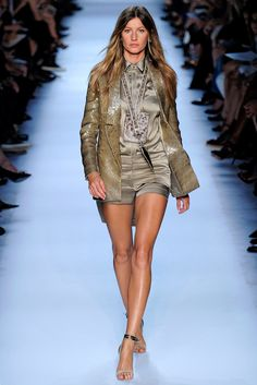 Gisele Bündchen in Givenchy Spring 2012 - Photo: Yannis Vlamos / Indigitalimages.com (=)