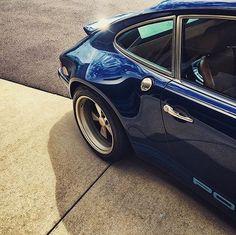 . H Ξ L LO  W O R L D ... H I  Ξ V Ξ R Y O N Ξ ... . S u n d a y  C u r v e s  ©@zill0n #Porschenography #porsche911 #details #VintagePorsche #SingerVehicledesign #911singer #911 #Lifestyler #Sexy #GoldenDrive #sexyback #Drivetastefully #PorscheCollection #PassionPorsche  #Cool #inspiration #PorscheAddict  #Porsche  #VintageCar #Details #Driver #AirCooler #Exoticar #Drive #detailsoftheday #lifestyle #Lifestyler  #GentlemanModern