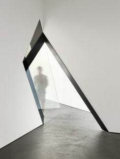 Angular Threshold Artworks - Sarah Oppenheimer's 33-D Installation Transforms its Gallery Space (GALLERY)