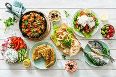 Řecká kuchyně a tradiční řecké recepty - Řecko nás baví Greek Style Potatoes, Types Of Pastry, Chicken Souvlaki, Whipped Feta, Lamb Burgers, Cucumber Recipes, Summer Barbecue, Fish Dishes, Greek Recipes