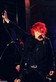 Hair <3   #mcr That hand creeping up Gerard's leg tho!!