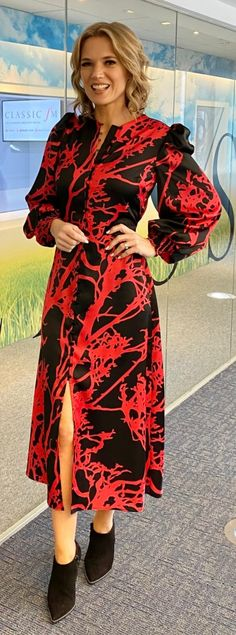 """Paul Newton on Twitter: """"Oh my God Charlotte looking hot today… """""""