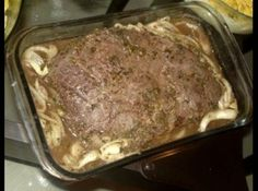 Receita de Carne Assada na Cerveja - 1 peça de carne de cerca1 kg (maminha, picanha, alcatra, etc) , 1 lata de cerveja de boa qualidade , cebola em rodelas...