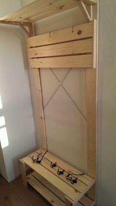 Ikea hack, nog een kapstok nodig.....Gorm van ikea officieel een stelling kast. Was in de aanbieding kan misschien nog wat mee.