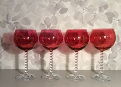 punaiset pallomaiset viinilasit . 2 kpl . korkeus 18cm . @kooPernu