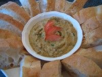 BIjgerecht recept. Aubergine Puree. Aubergine puree is lekker met stokbrood, als broodbeleg, en bij vlees of vis. Een heerlijk Mediterrane recept.