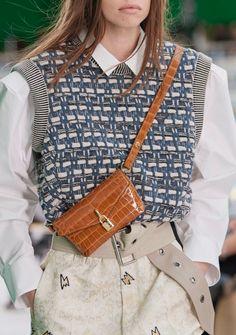 London Fashion, Runway Fashion, Fashion Show, Womens Fashion, Fashion Trends, Donatella Versace, Ideias Fashion, Knitwear, Women Wear