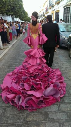 10 Things You Didn´t Know About Spanish Weddings Flamenco Costume, Flamenco Dancers, Flamenco Dresses, Estilo Cowgirl, Spanish Dress, Spanish Wedding, Spanish Fashion, Evening Dresses, Formal Dresses
