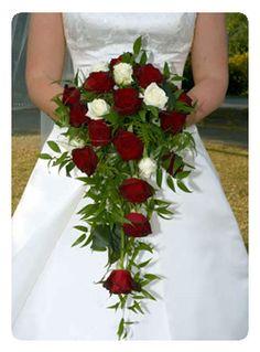 ramos de novia cascada rosas rojas y blancas