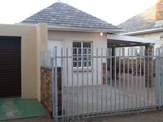 Padlangs - Padlangs offers affordable and clean self-catering accommodation near all the major attractions in Kimberley. We have a fully equipped flat that sleeps four guests and a three self-catering rooms with . Weekend Getaways, Fields, Catering, Rooms, Flat, Diamond, Outdoor Decor, Home Decor, Bedrooms