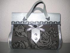 Kado tasje gemaakt uit pringels doos, behang, papier en lintjes