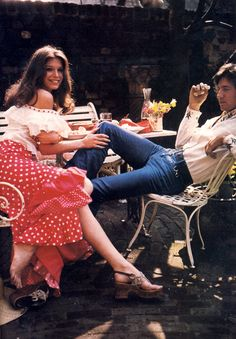 The early fashion scene was quite similar to the late just a bit more flamboyant. It wouldn't be hyperbole to say that a fashio. Seventies Fashion, 70s Fashion, Spring Fashion, Vintage Fashion, Fashion Outfits, Womens Fashion, Female Fashion, Fashion Styles, Vintage Style