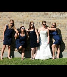Bridesmaids pose + aviators! dnt have to do this pose but want all girls to have sunglasses of bright colors and do cute poses