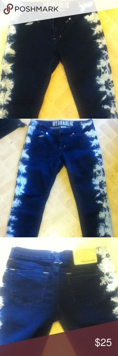 "Hydraulic skinny jeans These are super cute skinny jeans they're realy good quality and realy give you shape. They're dark navy-ish jean color with light blue and white toned kind of acidy looking ""splotch"" design going all the way down the side of the legs.  The buttons have rhinestones on them. Little ""H"" logo on pockets. 66% cotton. Hardly ever worn Hydraulic Jeans Skinny"