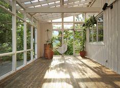 サンルーム « ハウススタジオ | 緑と光に包まれた一軒家 | サーブ湯河原 Backyard Patio Designs, Studio Room, Home Upgrades, Sunroom, Future House, Tiny House, Terrace, House Plans, Deck