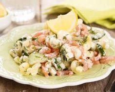 Salade de coquillettes au saumon fumé : http://www.fourchette-et-bikini.fr/recettes/recettes-minceur/salade-de-coquillettes-au-saumon-fume.html