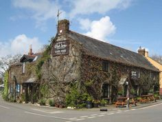 The Eliot Arms (Square & Compass) at Tregadillet near Launceston, Cornwall. Local Pubs, Pubs And Restaurants, British Pub, Great British, Love Ireland, Stone Cottages, Devon And Cornwall, Pub Food, Travel Around