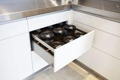 95 Luxury Large Modern White Kitchen with White Cabinets Ideas - HomeCNB Kitchen Styling, Kitchen Decor, Kitchen Design, Kitchen Images, Kitchen Photos, High End Kitchens, Home Kitchens, White Kitchen Cabinets, Kitchen Appliances