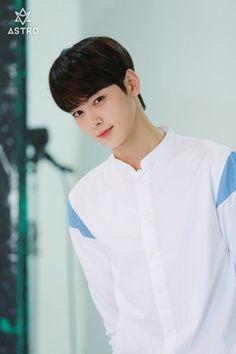 Making my heart beat faster . Cute Korean Boys, Korean Men, Cute Boys, Korean Celebrities, Korean Actors, Cha Eunwoo Astro, Astro Wallpaper, Astro Fandom Name, Lee Dong Min